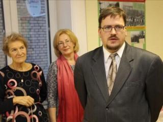 Balvu bibliotēkā atklāj Latvijas Sarkanā Krusta izstādi