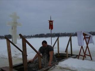 Iegremdējas Balvu ezerā